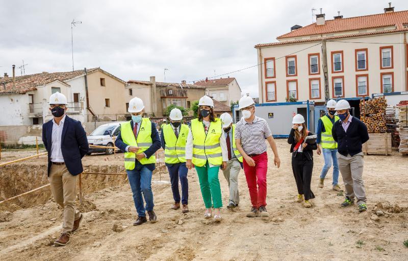 Visita de la presidenta a las obras de construcción del colegio de Casalarreina por parte de Aransa