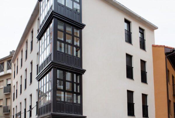 Galerías de Edificio Novelty, en la plaza Martínez Zaporta, de Logroño